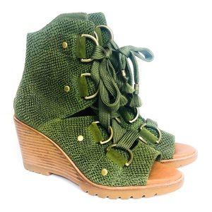 SOREL Green Snakeskin Lace Up Wedge Sandal 7